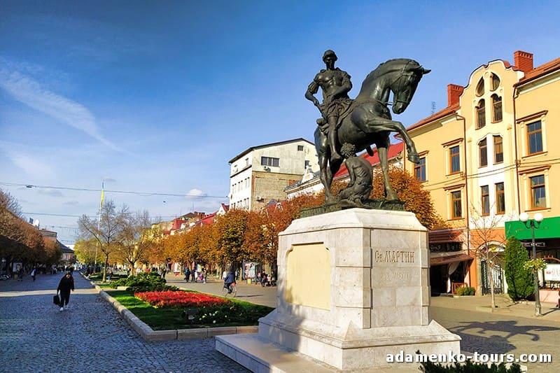 Мукачево, обзорная экскурсия. Памятник святому Мартину