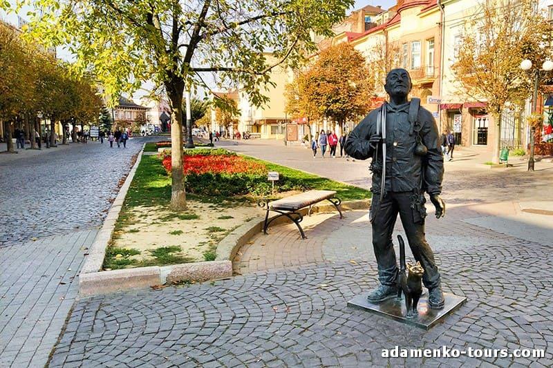 Мукачево, обзорная экскурсия. Памятник трубочисту