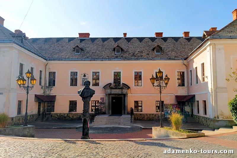 Мукачево, обзорная экскурсия. Белый дом Ракоци, дворец Шенборнов