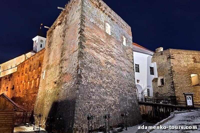 Вечірня екскурсія в замку Паланок