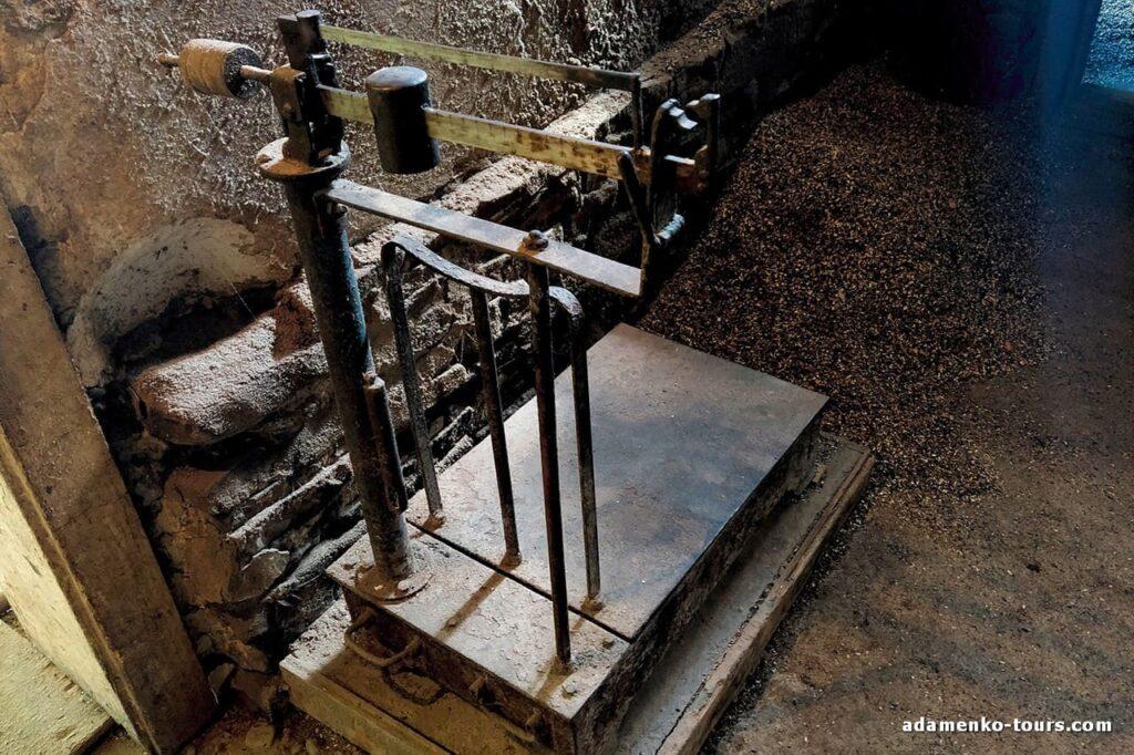 Белки. Водяная мельница маслобойка.