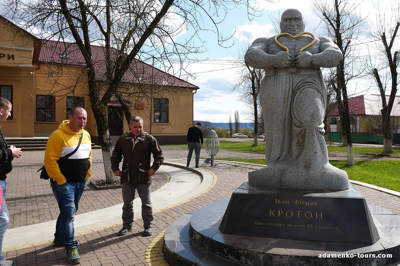 Білки. Пам'ятник Кротону. Іван Фірцак. Іван-Сила.